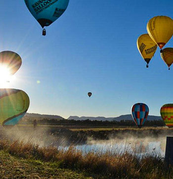 balloons flying over lake hunter valley early morning